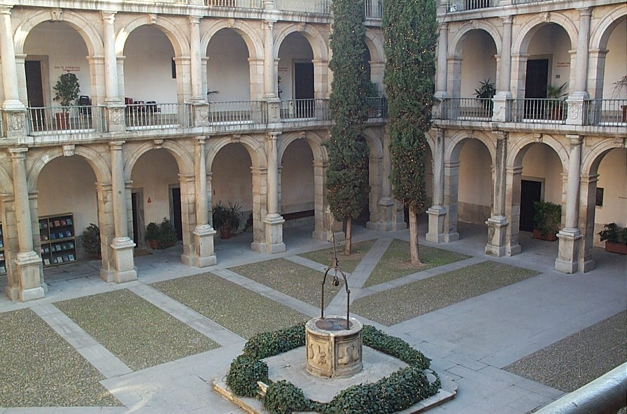 Patio_Santo_Tomás_Universidad_Alcalá