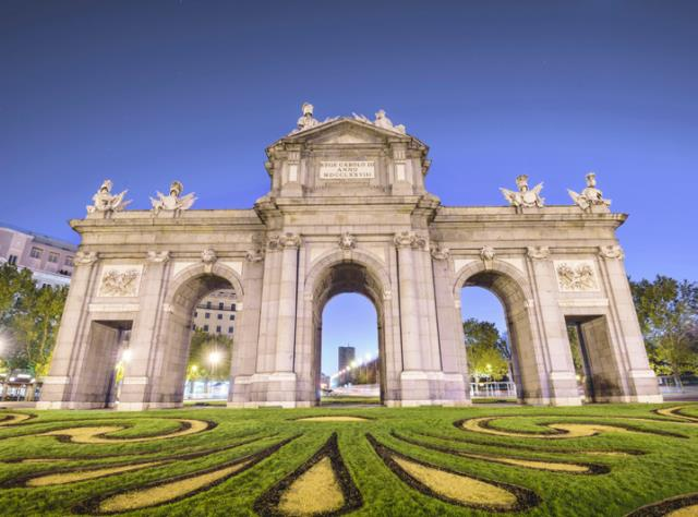 Puerta_de_Alcalá_Madrid