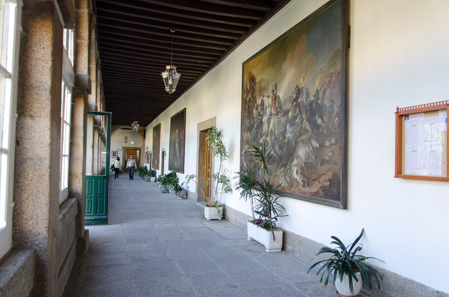 Pasillos Real Centro Universitario María Cristina