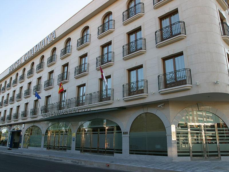 Fachada hotel Guadiana