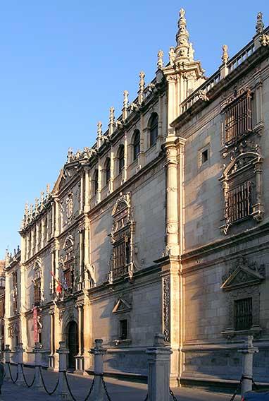 Fachada Universidad de Alcalá